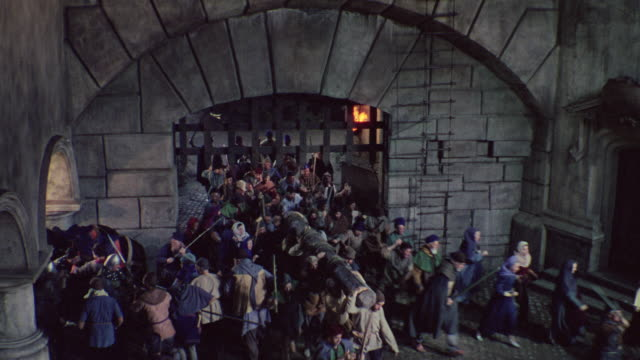 ms shot of mob fighting and running through the gates of castle - periodo medievale video stock e b–roll