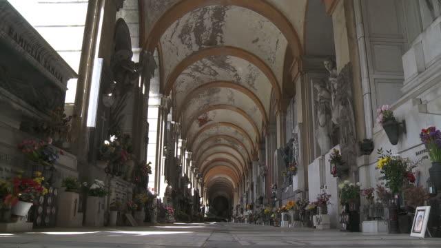 ms shot of monumental cemetery of staglieno / genoa, liguria, italie - cimitero video stock e b–roll