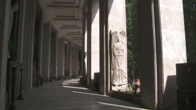 ms shot of monumental cemetery of staglieno / genoa, liguria, italie - inquadratura fissa video stock e b–roll