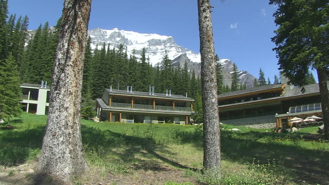 ms shot of moraine lake lodge, in front on valley of ten peaks in nationalpark / lake louise, alberta, canada - valley of the ten peaks stock videos and b-roll footage
