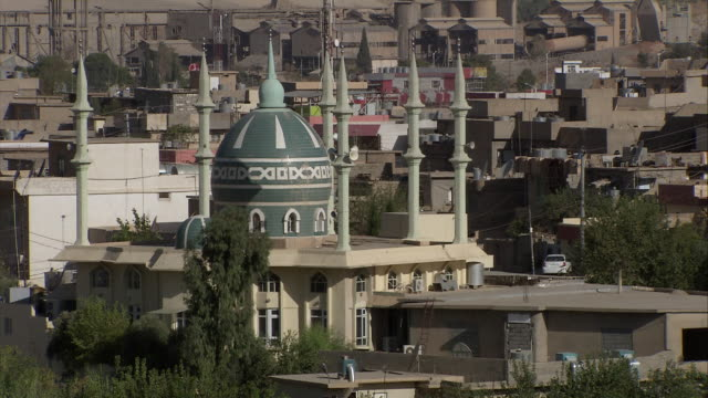 ms shot of mosque dome and minarets in down town / sulaymaniyah, kurdistan, iraq - iraq stock videos & royalty-free footage
