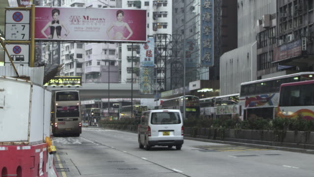 ms shot of moving on cars in street / hong kong, china - weibliche figur stock-videos und b-roll-filmmaterial