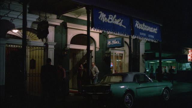 ms shot of mr blues restaurant / new orleans, louisianna, united states - insegna di negozio video stock e b–roll
