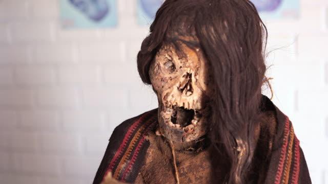 cu td shot of mummy at chauchilla cemetery / south of peru, nazca, peru - skull stock videos & royalty-free footage