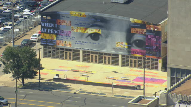 stockvideo's en b-roll-footage met ms aerial ts shot of mural with various peoples eyes on industrial building / philadelphia, pennsylvania, united states - gevel