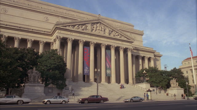 stockvideo's en b-roll-footage met ws shot of national archives building / unspecified - national archives washington dc