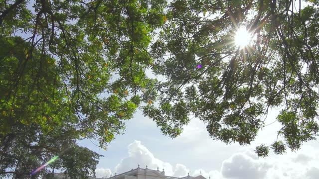vidéos et rushes de  ms td shot of national museum of colombo, classic colonial architecture / colombo, western province, sri lanka - culture sri lankaise