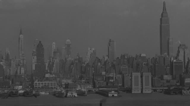 vidéos et rushes de ws shot of  new york skyline / - port de new york