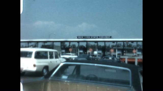 vídeos de stock e filmes b-roll de shot of new york state thruway toll station near albany from a home movie archive - appalachia
