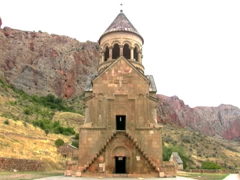ms zo shot of noravank monastery and gorge, armenia / armenia - eastern european culture stock videos & royalty-free footage