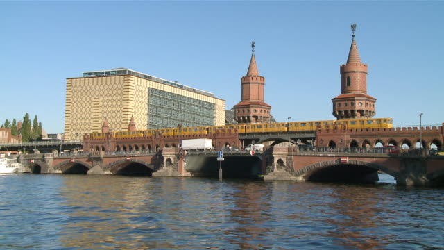 ms shot of oberbaum bridge on spree river and train crossing through subway / berlin, germany - komplett stock-videos und b-roll-filmmaterial