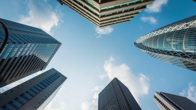 ms t/l shot of office buildings in shinjuku / tokyo, japan - 真下からの眺め点の映像素材/bロール