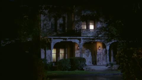 vídeos y material grabado en eventos de stock de ms shot of old french victorian luxury house - estilo victoriano