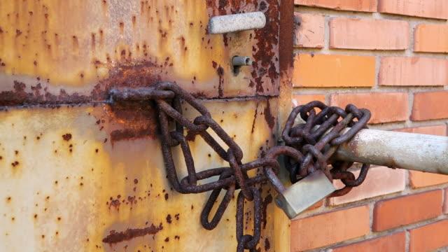 cu shot of old rusty iron lock at museum les mineurs wendel / petite rosselle, lorraine, france - lorraine bildbanksvideor och videomaterial från bakom kulisserna