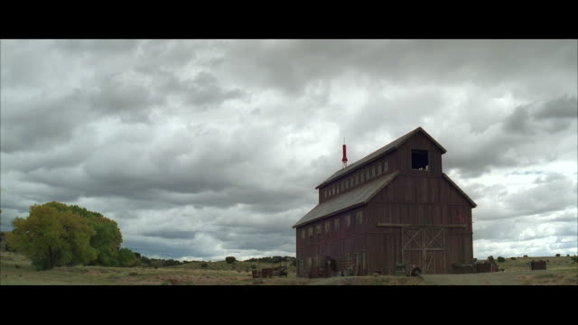 ws shot of older wooden barn / unspecified - barn stock videos & royalty-free footage