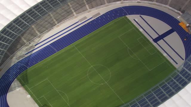 vidéos et rushes de cu aerial zo shot of olympia stadium / germany - berlin