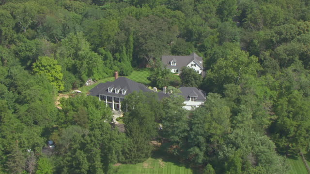 ms aerial shot of orbit august busch iv mansion / huntleigh, missouri, united states - アンハイザー・ブッシュ・インベブ点の映像素材/bロール