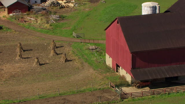ms ds aerial shot of orbit buggies parked outside barn at amish farm in richland county / ohio, united states - amish stock videos & royalty-free footage