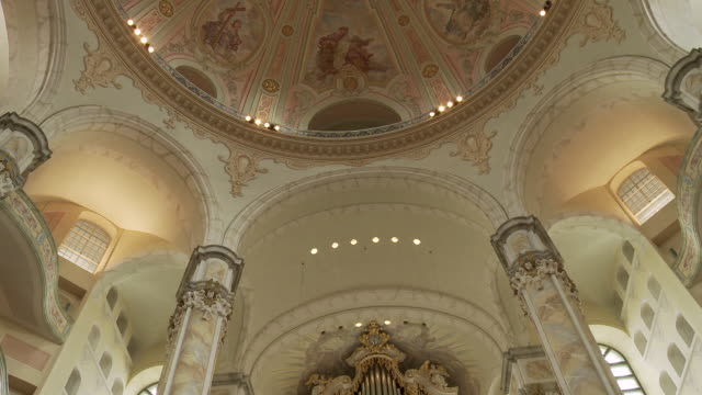 ms pan shot of organ at frauenkirche / dresden, germany - dresden frauenkirche stock videos & royalty-free footage