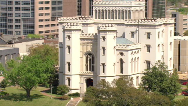 ms aerial zo shot of original louisiana state capitol building / baton rouge, louisiana, united states - baton rouge stock-videos und b-roll-filmmaterial