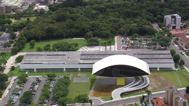 ms aerial ts shot of oscar niemeyer museum surrounding area / parana, brazil - oscar niemeyer stock videos and b-roll footage