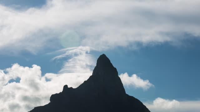 stockvideo's en b-roll-footage met shot of otemanu mountain peak and clouds - franse overzeese gebieden
