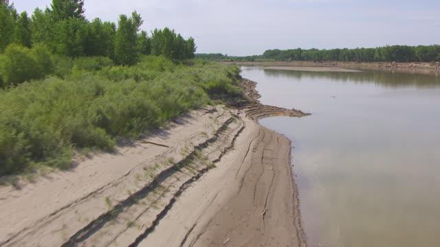 MS AERIAL LA TU Shot of Over sandbar and over confluence of Missouri River and Yellowstone Rivers / North Dakota, United States