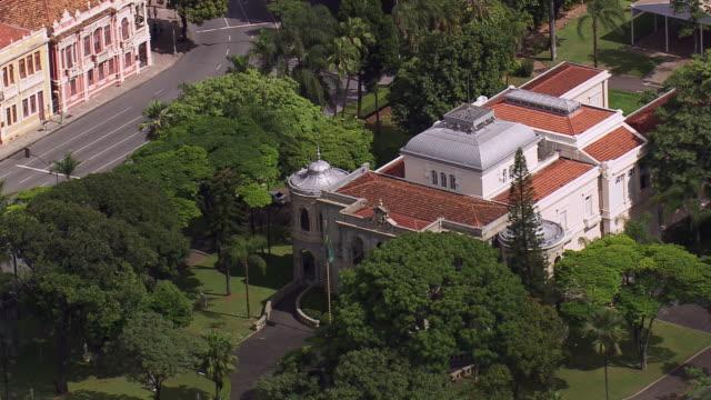 ms aerial shot of palacio da liberdade/ minas gerais, brazil - liberdade stock-videos und b-roll-filmmaterial
