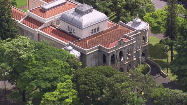 vídeos de stock, filmes e b-roll de cu aerial shot of palacio da liberdade / minas gerais, brazil - governo