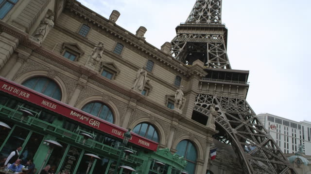 ms la tu shot of paris casino eiffel tower / las vegas, nevada, united states - replica della torre eiffel video stock e b–roll
