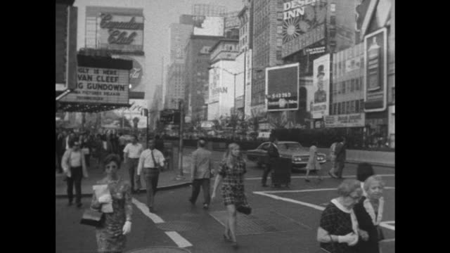 shot of pedestrians walking along broadway in manhattan, new york city. - broadway manhattan stock-videos und b-roll-filmmaterial