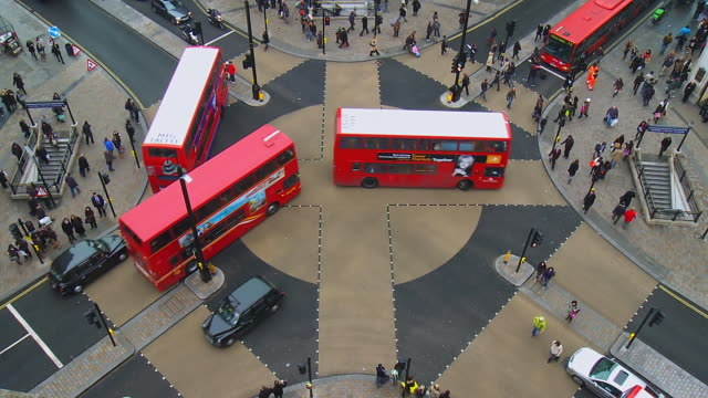 MS T/L Shot of People and vehicles at cross junction on Oxford Street / London, United Kingdom