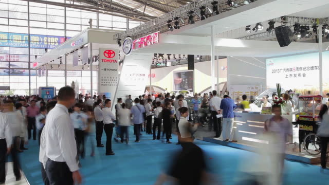 ms t/l shot of people at auto show / xi'an, shaanxi, china  - messen stock-videos und b-roll-filmmaterial