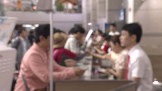 stockvideo's en b-roll-footage met shot of people consulting with staff at the roaming center of incheon international airport - incheon