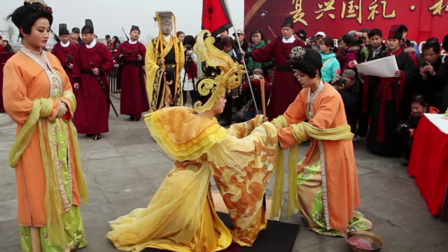 ms shot of people dressed in traditional costumes offer sacrifice to heaven when winter solstice festival / xian, china - cappotto invernale video stock e b–roll