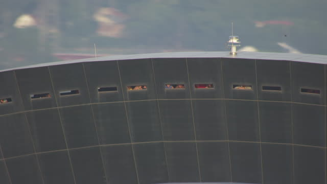 stockvideo's en b-roll-footage met ms aerial zi shot of people looking out windows in gateway arch / st louis, missouri, united states - gateway arch st. louis