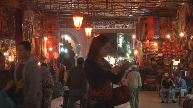 stockvideo's en b-roll-footage met ms shot of people walking in market at night / fes, centro-north, morocco - wiese