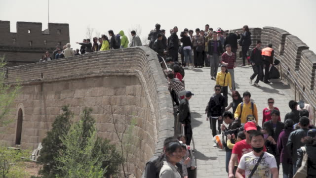 ms shot of people walking on great wall at badaling / beijing, china - badaling stock videos and b-roll footage