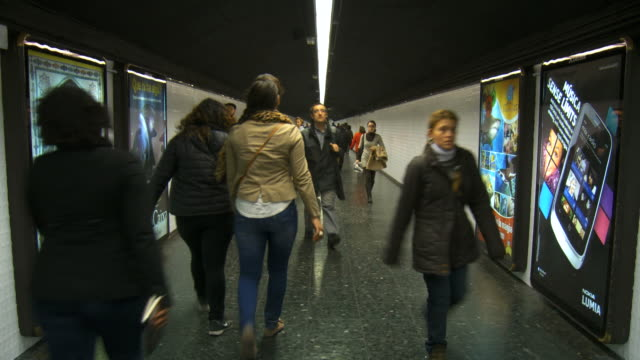 ms shot of people walking on metro corridor / barcelona, catalonia, spain - 広告点の映像素材/bロール