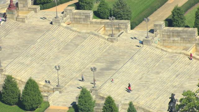 ms aerial ts shot of people walking up staircase to philadelphia museum of art / philadelphia, pennsylvania, united states - scalinata video stock e b–roll