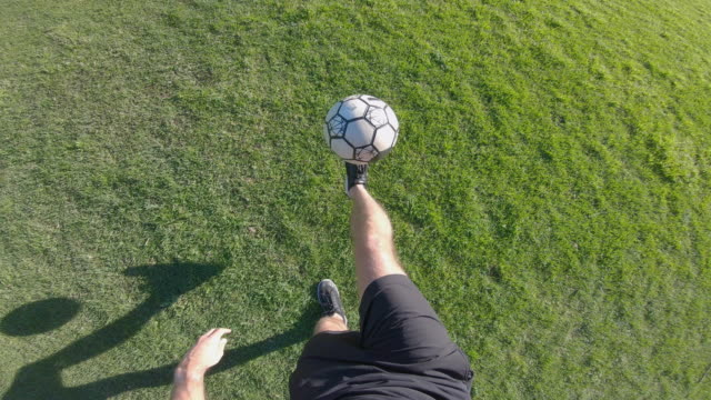 stockvideo's en b-roll-footage met pov shot of person soccer player doing advanced freestyle football tricks - ball