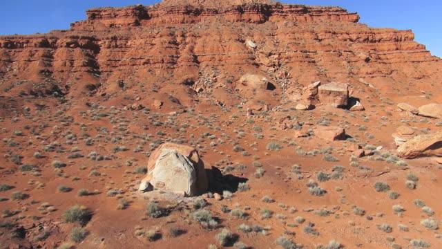 vidéos et rushes de ms aerial pan shot of petroglyphs, ancient runis, big reveals / bluff,  utah, united states - utah