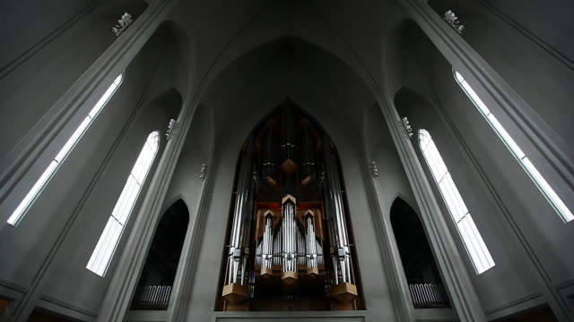 ms shot of pipe organ inside in church / reykjavik city, iceland - パイプオルガン点の映像素材/bロール