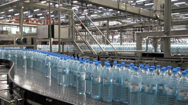 ms shot of plastic bottle moving in bottling plant at beverage industry / gerolstein, rhineland palatinate, germany  - 繁栄点の映像素材/bロール