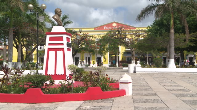ms shot of plaza del sol at cozumel / cozumel, quintana roo, mexico - quintana roo stock videos and b-roll footage