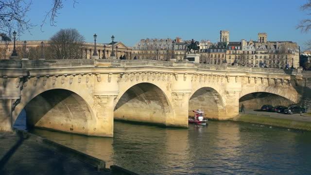 ms shot of pont neuf / paris, ile de france, france - ポンヌフ点の映像素材/bロール