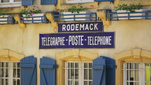 ms shot of post office / rodemack, lorraine, france - postamt stock-videos und b-roll-filmmaterial