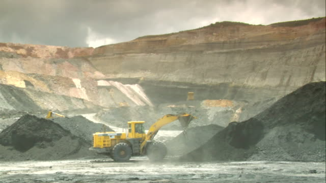 ws shot of power shovels working in mine / andorra, teruel, spain - mining stock videos & royalty-free footage