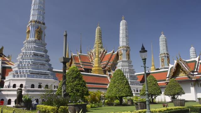 WS Shot of prangs in wat phra kaeo temple in grand palace / Bangkok, Thailand