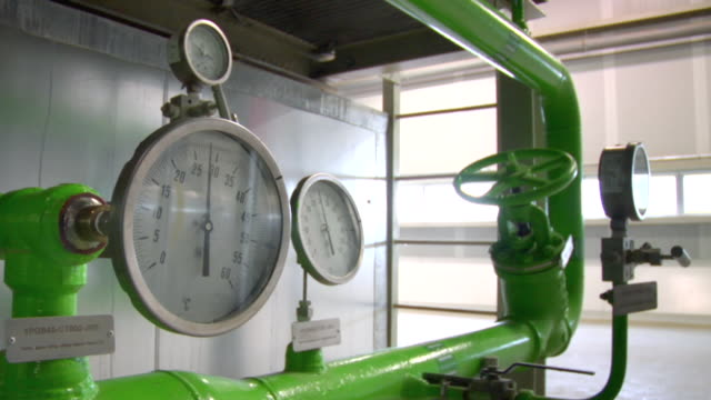 cu shot of pressure meters inside combined power plant / villaseca de la sagra, toledo, spain - messinstrument stock-videos und b-roll-filmmaterial